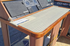 Das neue Steuerpult der Yacht Gino
